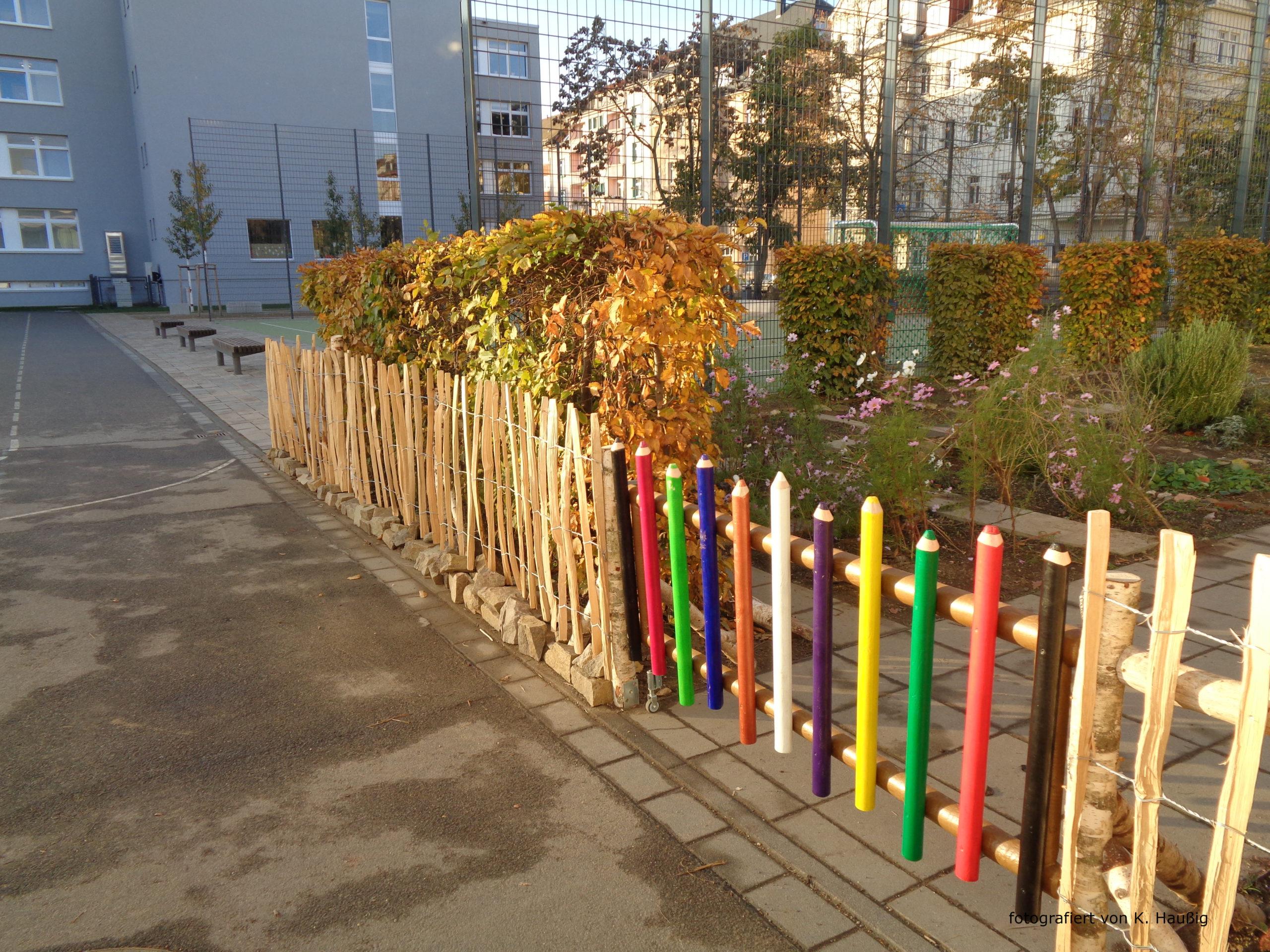 neues Schulgartentor ist fertig